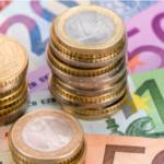 La defensa del uso de billetes y monedas por los reguladores.